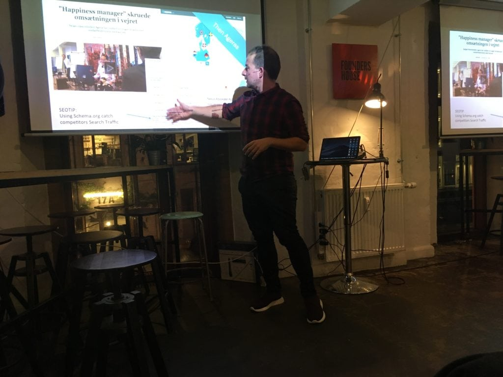 Anders Rosenqvist presenting about PR outreach linkbuilding at seo meetup